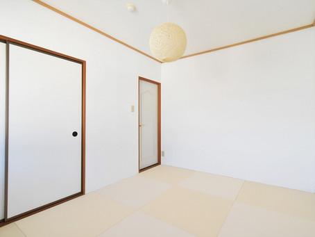 リノベで生まれ変わったモダン空間の和室部屋。