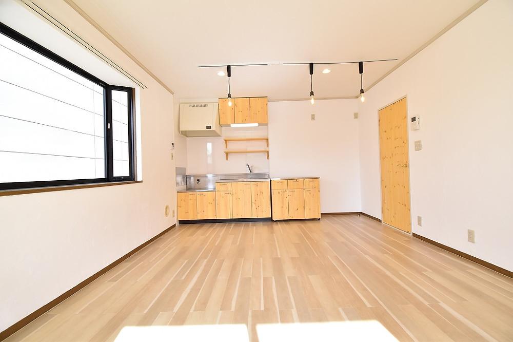 備え付けのカウンターキッチンとは違い、キャビネットが可動式なので、リビングを最大限活用することができ、またリビングの狭さを感じません。