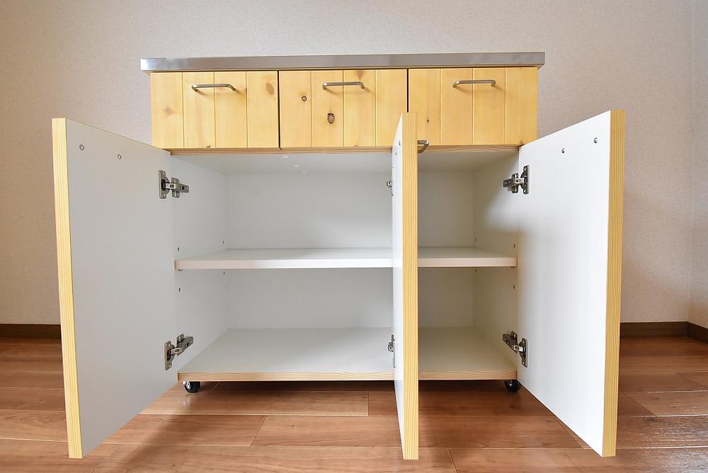山梨おしゃれ賃貸・グレイスロイヤルのリノベーション部屋にあるキッチンカウンター収納(下部)