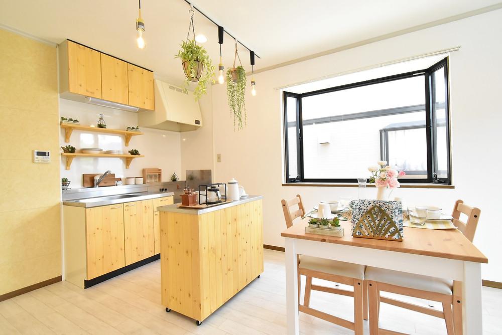 調理台が付いた可動式キッチンカウンターは、女性のお客様から高い評価を頂いております。