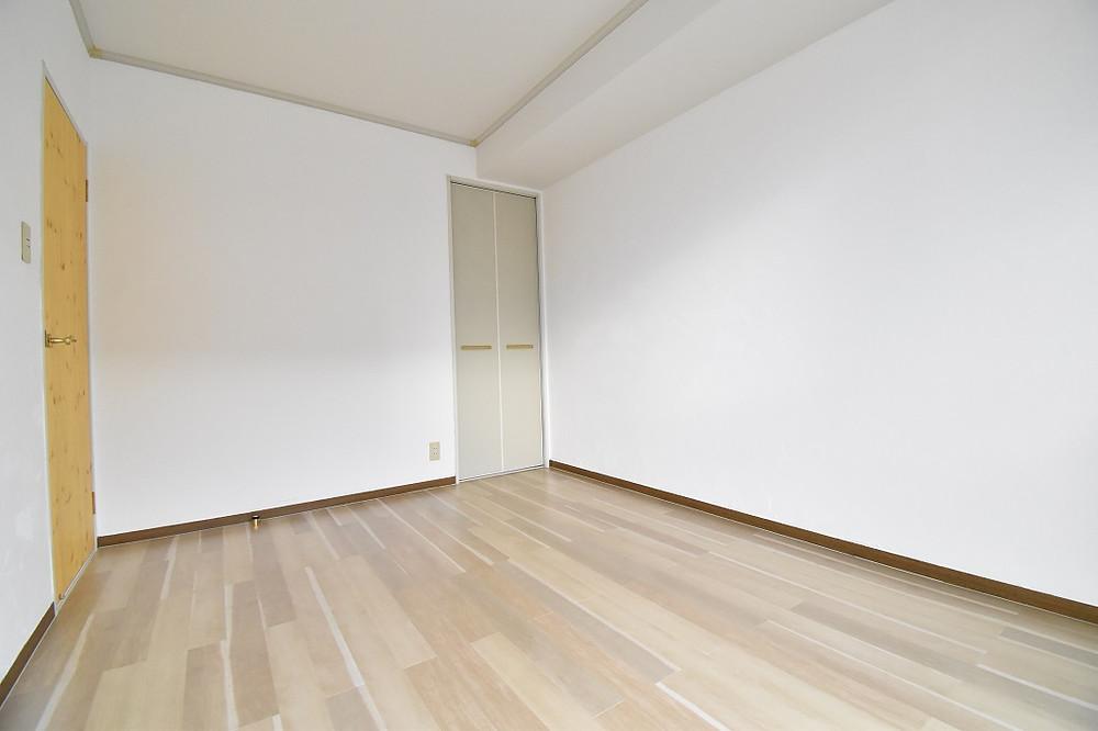 温かみのある洋室。