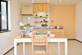 グレイスロイヤルではおしゃれなカフェ風キッチンが標準装備