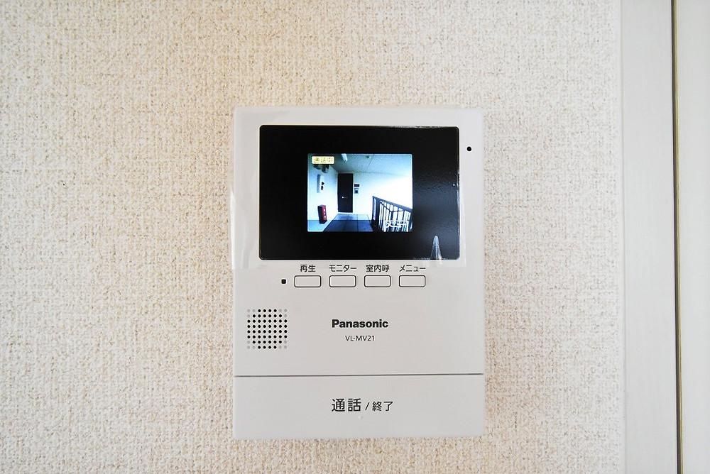 テレビドアフォンがあることで、来客者を簡単に確認することができます
