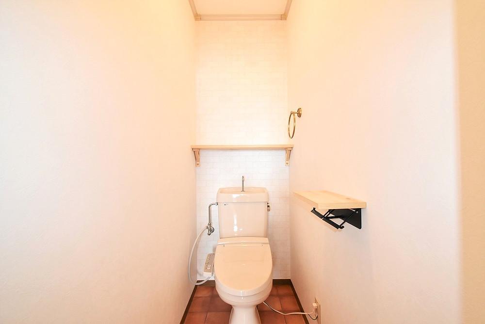 カフェみたいなトイレ空間になっている山梨おしゃれ賃貸・グレイスロイヤルのトイレ