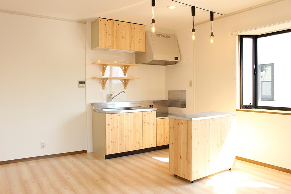 調理台を付けたキッチンカウンターを標準装備
