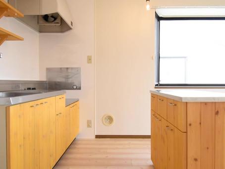 収納OKのキッチンカウンターが標準装備。