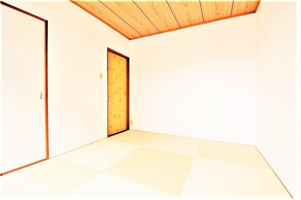オシャレで和モダン的空間が魅力的な和室部屋。