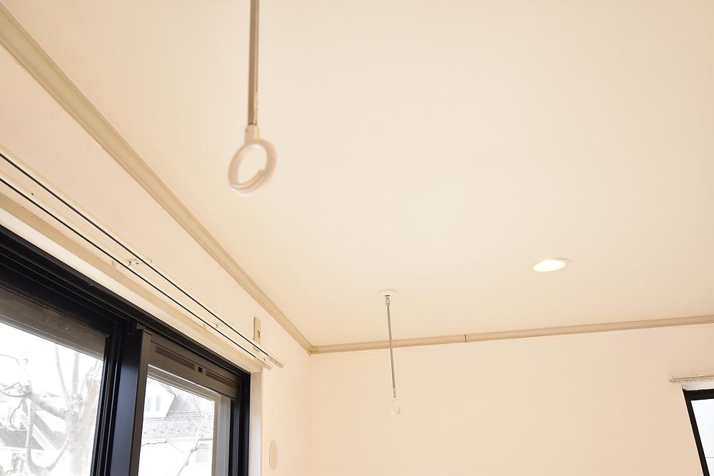 漆喰のお部屋で室内干しすると、乾きが早くなります