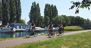Photo cyclistes le long du Canal -2.jpg
