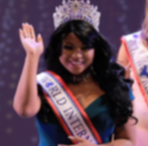 Crowning_MissCanada_PC.png
