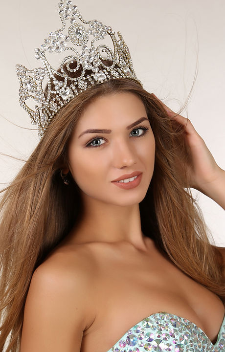 Beautiful Girl With Long Hair Wears Luxurious Dress And Crown.jpg