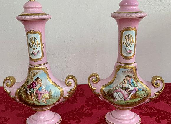 Paire de vases en porcelaine de sevres rose