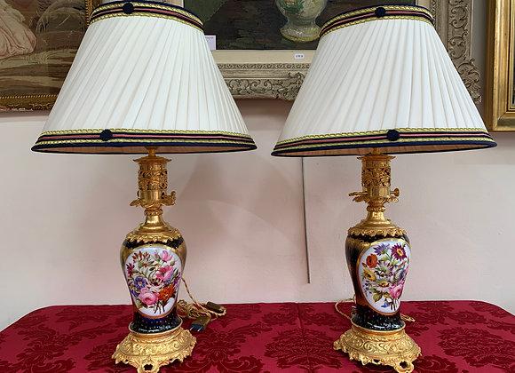Paire de lampes en porcelaine de sevres