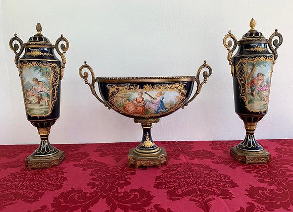 Garniture en porcelaine de sevres