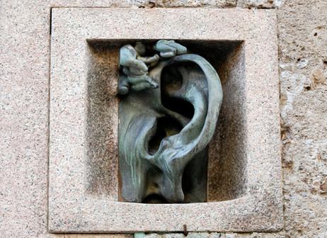 L'orecchio di A. Wildt, Via Serbelloni 10