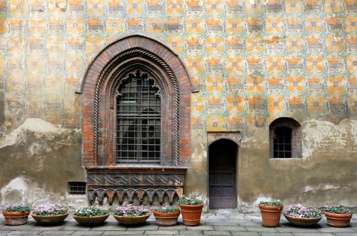 Palazzo Borromeo, Piazza Borromeo 12