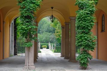 Palazzo Borromeo d'Adda, Via A. Manzoni 41