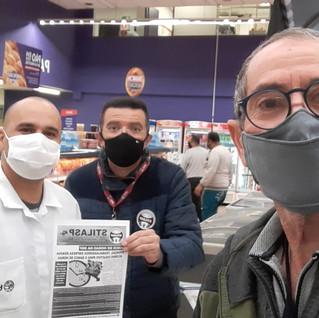 Dirigentes visitam promotor no Supermercado Extra