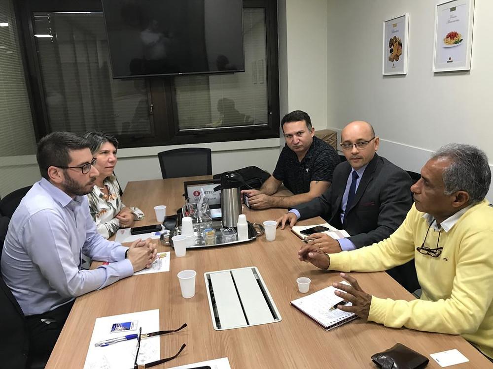 Reunião com representantes da empresa