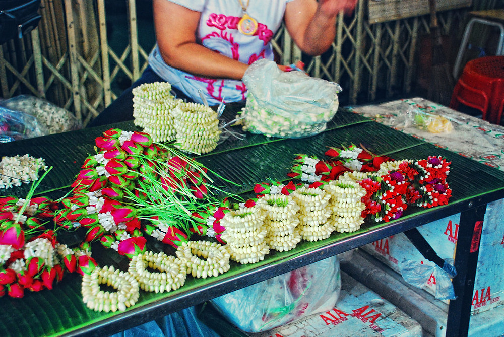 Jasmine flowers at Pak Khlong Talat flower market in Bangkok, Thailand - photo by Irene2005