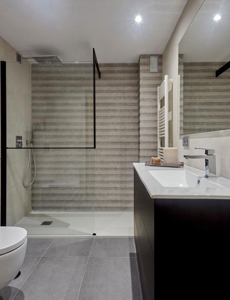 Diseño de Baño Clásico Minimalísta Monocromático (Las Rozas, Madrid)
