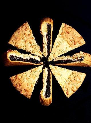 Маковий Тарт з крем - сиром, горіхами та родзинками 1250 г.
