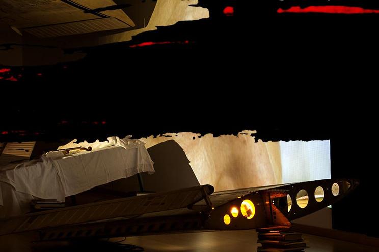 Donde duerme la brisa (fragmento modificado de la vídeo instalación Entre luces rotas duerme el aire