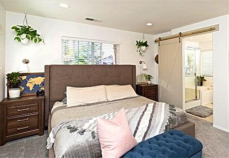 Master Bedroom 3_edited_edited_edited.jpg