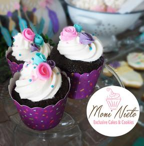 Mesa con el tema atrapasueños floral cupcakes