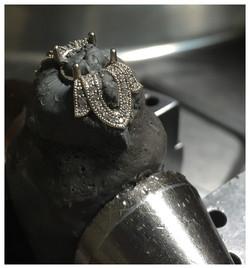 Setting diamonds