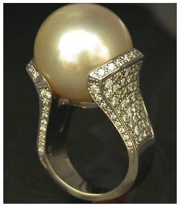 18k Gold-Pearl with Diamonds Ring