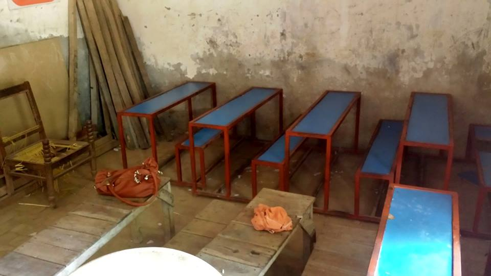 Small desks not enough for 120 kids