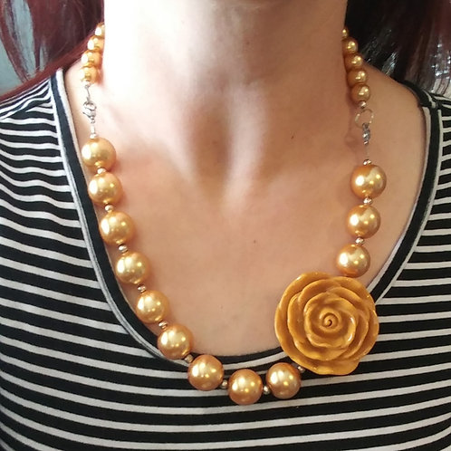 Flower & Pearls Necklace