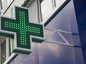 Outdoor Signage Tips That Attract Patients