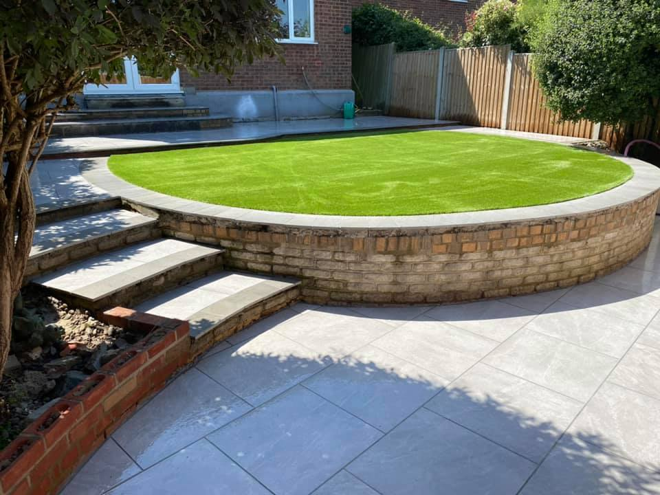 Patio with a light grey outdoor porcelain paving tile