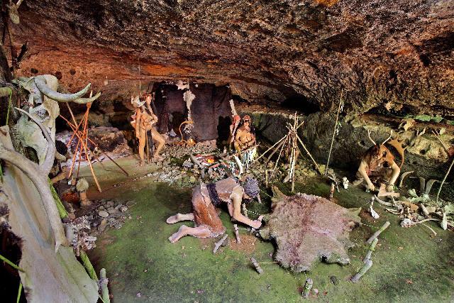 les grottes du Roc de Cazelle.jpg