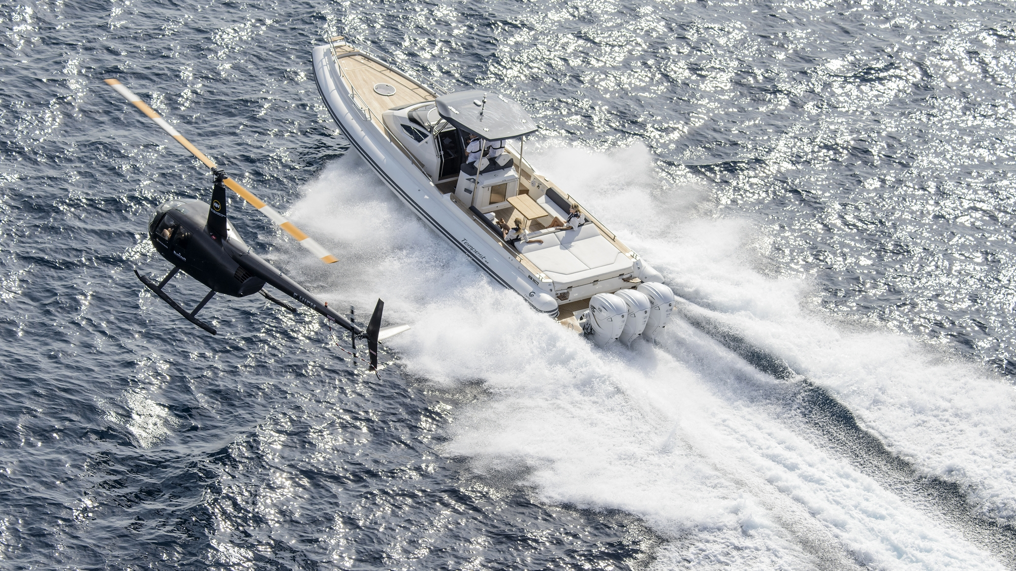 2018-Yamaha-V8-XTO-EU-Pearl_White-Action