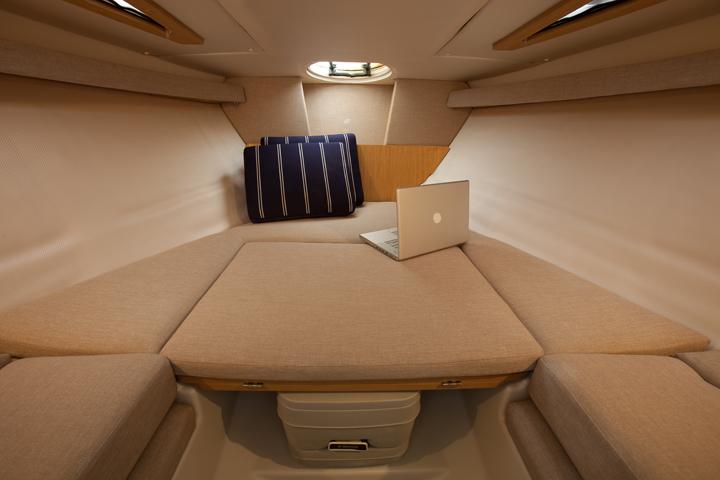S235SS_cuddy-cabin_01