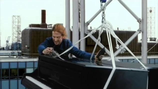 NESCAFE - PIANO DROP