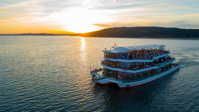 Eine-Schifffahrt-im-Sonnenuntergang-TV-F