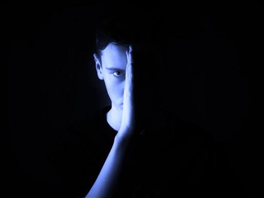 Pegadinha da invisibilidade: entenda se essa mania pode gerar traumas emocionais nas crianças