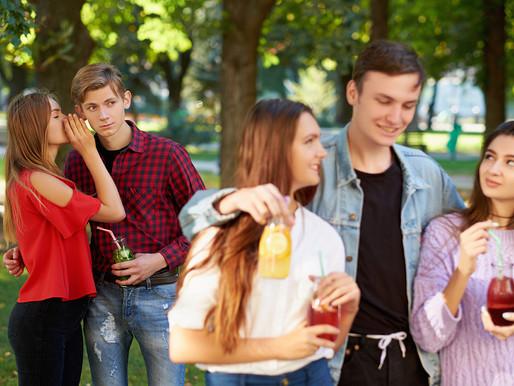 Seu amigo tem ciúmes de você? Saiba por que pessoas monopolizam relações