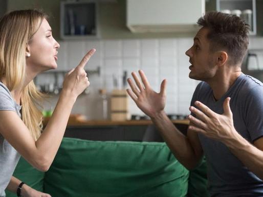 """O meme """"Fé nas malucas"""" fez a internet discutir ciúme excessivo na relação..."""