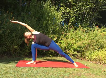 Protažená pozice úhlu stranou (Utthita Parshvakonasana, Extended Side Angle Pose)