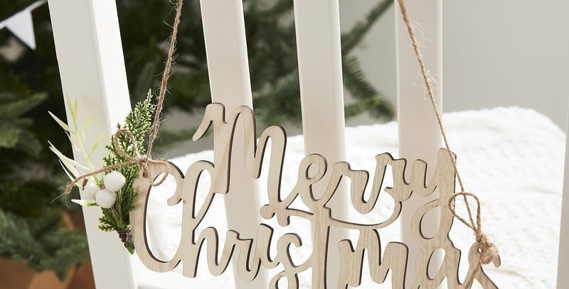 WOODEN MERRY CHRISTMAS CHAIR DECORATIONS - LET IT SNOW