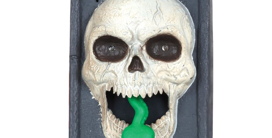 Skull Doorbell with Moving Tongue 3AAA batteries not included