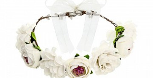 Flower crown in white colour, diameter approx. 17 cm.