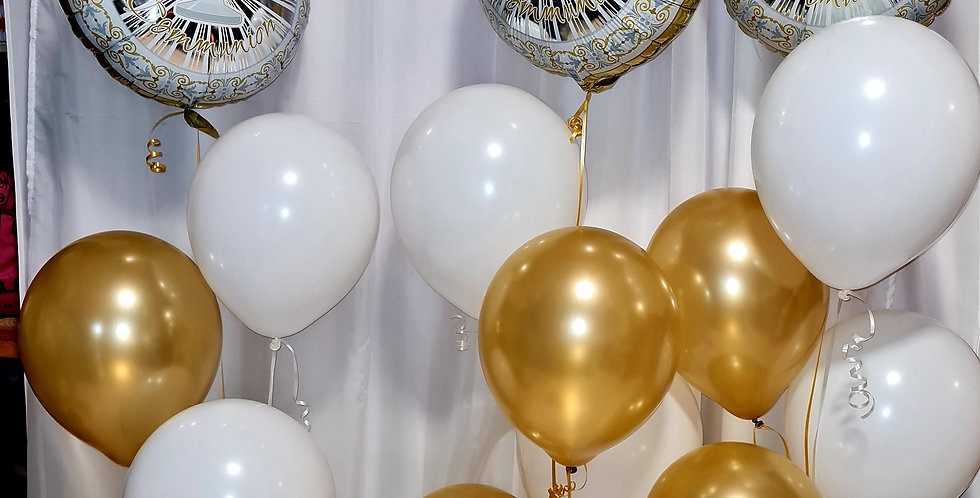 """18"""" foil communion foil balloon with 4 latex balloon. Includes helium"""