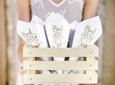 """Confetti cones made of white paper with golden incription, height approx. 16 cm"