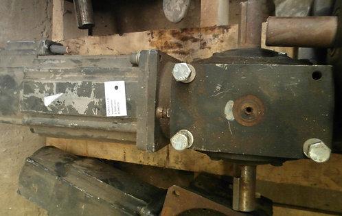 Servomotor + reductor 1-5000 rpm, 1-1750 rpm más, 2.53 hp #1875